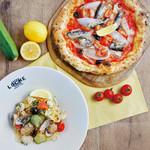 LOCHE MARKET STORE  - 薪窯ピッツァから季節おすすめの一枚が。「イワシと玉ネギのピッツァ」