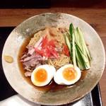 夢こばち - 昔ながらの冷やし中華(¥780) タレ・麺・具、すべてが美味でかなりの完成度。注文したのは大盛(+¥100)だったが、会計にはついてなかった。サービスなのか、大盛にし忘れたのか、謎である。