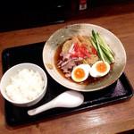 夢こばち - 昔ながらの冷やし中華(¥780) & 鹿児島黒豚餃子ライス(¥390)で、計¥1,170 餃子は少し遅れてやってきた。単品で頼むより¥110安くなる。CP的にはまずまずだと思う。