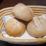 オーソレイユ クーシャン - 自家製パン
