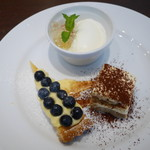 オーソレイユ クーシャン - デザート 三種盛り合わせ ココナッツのムース、ティラミス、ブルーベリーのタルト