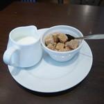 オーソレイユ クーシャン - 砂糖とミルク