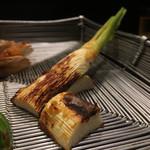 かさね - マコモダケの味噌焼き。甘みない田舎味噌系。ホクホクサクッと。焼き物はサラマンで。