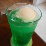 カフェ瑠璃 - ドリンク写真:クリームソーダ