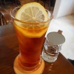 カフェ瑠璃 - アイスレモンティー