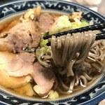 70898240 - 山形冷たい肉そば 麺リフト
