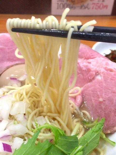 煮干し豚骨らーめん専門店 六郷 - 麺 アップ