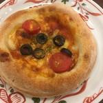 70902641 - トマトとオリーブピザ380円