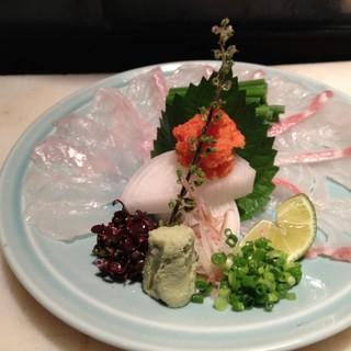 鮮魚や旬の食材を使用したこだわりのコースは5,000円~