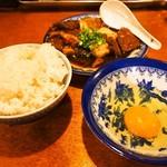 煮こみ - めし(小)&生卵を追加オーダー