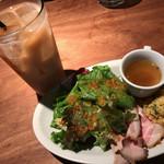 LA COCORICO上野の森さくらテラス店/COCORICO DELI - ★★★☆ ランチの前菜 ドリンクもラージサイズ