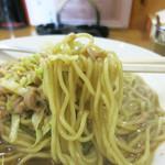 華蓮 - 柔らか細麺に魚肉ソーセージ
