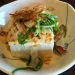 牛すじ壱成 - 料理写真:サマービールセット(950円)注文。 生ビール中,牛すじ土手焼,冷ややっこのセットです。