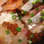 70912346 - 海鮮丼のアップ