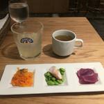 Bistro MULCHEE 大手町店 - タパス3種、スープとサービスドリンク