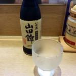 元禄寿司 - いつもの冷酒。なぜか一人2本までという制限がある。呑みすぎ防止か?