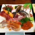 70915635 - 海鮮丼(具大盛、具とご飯を別盛り、酢飯ではなく白米で注文)
