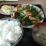 さかさ食堂 - 肉ニラ炒め定食 800円