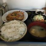 泰洋軒 - 煮込みチキンカツ定食