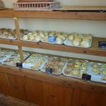 ベーカリー&カフェ キクチヤ - 惣菜パンも多いです