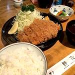 勝漫 - 特ロースかつ定食(2,200円)