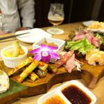 アジアン スパイス - 前菜盛り合わせ(7種)
