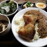 骨付キ回転鶏酒場 吉田チキン - 辛口チキンキーマカレー ¥910(税込)