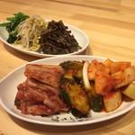 明洞純豆腐 - キムチとナムル
