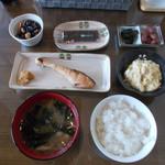 朱鞠内湖そばの花 - 朝食。こんな素晴らしい朝食を食べた事がありません。これ目当てで再訪アリ。