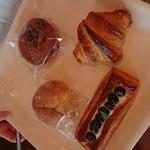 クープ・オ・クール - 料理写真:カレーパン、クロワッサン、バナナケーキ、ブルーベリーディッシュ
