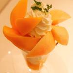 Sembikiyasouhontenfurutsupara - メキシコ産マンゴーと桃のパフェ