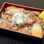 日本橋 伊勢重 - お持ち帰り『やわらか豚丼』