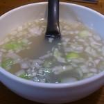 極 蘭州拉麺 - ・付いて来るスープ