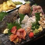魚貝三昧 雛 - 安定の5点盛りは鯖の炙り、赤貝、水ダコ、ツブ貝、アジのたたき2,000円(税抜き)