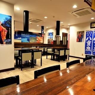 広々としたお席で沖縄空間!オープン仕立てのキレイなお店です♪
