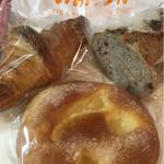 いのパン店 - ニコニコパンとくるみパン