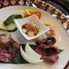 焼肉&サラダバー ベジニク - 料理写真:篭盛ランチは温野菜とカルビ、ロース、豚カルビ、鶏せせり、ホルモン等の様々な肉の食べれる盛り合わせ。