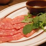 MEAT&WINE ワインホールグラマー - お通し サラミとマッシュポテト