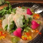 70948790 - 涙の池の落し物 鮮魚のカルパッチョ 香味野菜とトマトのソースで
