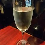 肉バルGABURICO - 飲み放題のスパークリングワイン