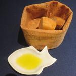 クッチーナ イタリアーナ マリーザ - 自家製バゲットとフォカッチャ