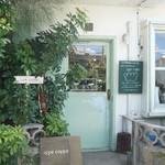 イッペコッペ - お店は浦添市の外人住宅街にあります