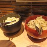 日本橋 天丼 金子半之助 - 卓上の漬物