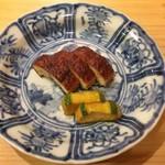 鮨 美菜月 - 鰻の燻製、胡瓜の辛子漬け
