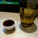 ガガナ ラーメン - お水とプーアール茶