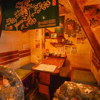 大人気!雰囲気抜群の半個室とテラス席。