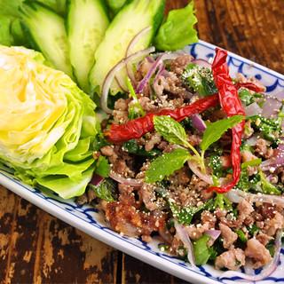 パクチーファンも唸る!農家直送のパクチーを使った本格タイ料理