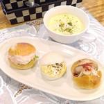 サロン ド マリア - プチドッグ、タマゴ、タラモ 本日のスープ(コーンスープ)