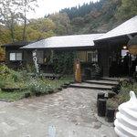 カフェグランド - 滝の麓にあるコーヒースタンド