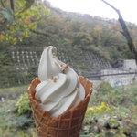 カフェグランド - ソフトクリーム 350円(2010.10)